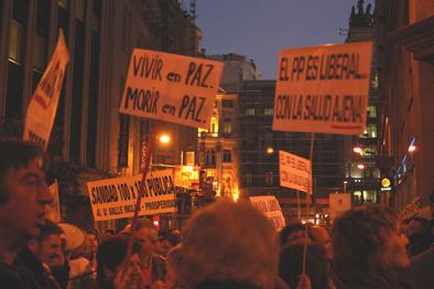 2.000 personas exigen al Gobierno regional una sanidad 100×100 pública
