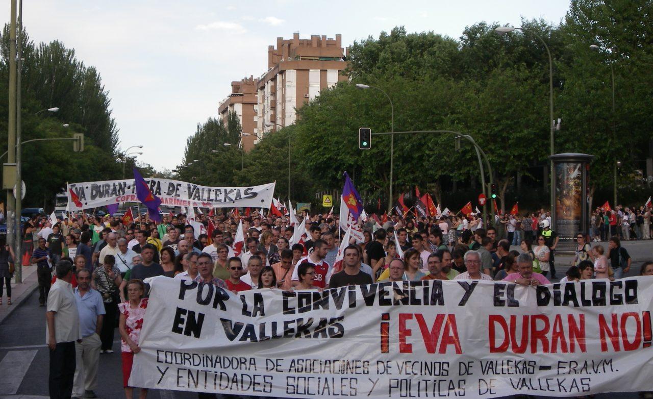 3.000 vecinos salen a la calle en defensa de la convivencia y el diálogo en Vallecas