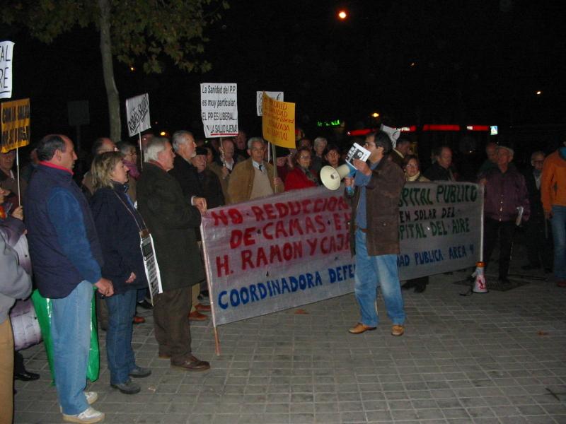 300 personas se concentran en San Blas contra la privatización de la sanidad pública