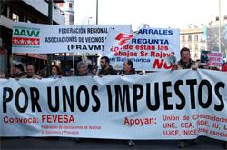 3000 vecinos se manifiestan frente a la sede del PP en Madrid para exigir al alcalde de Salamanca que rectifique