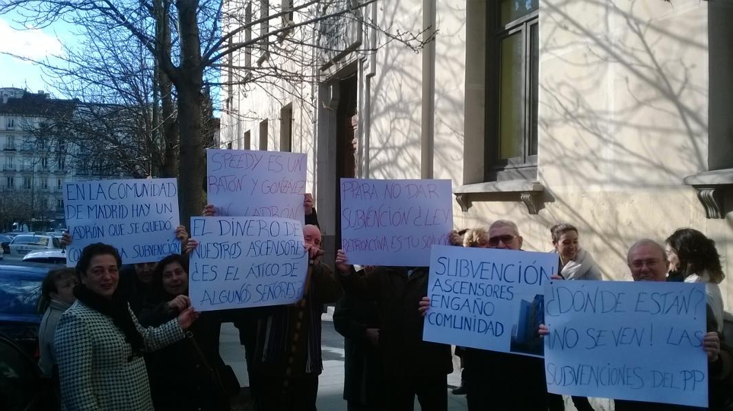 Afectados por el impago de las subvenciones para la instalación de ascensores presentan un contencioso contra la Comunidad de Madrid