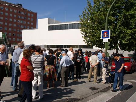 Aluche pide la inmediata apertura de la biblioteca municipal Ángel González