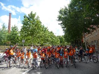 Arganzuela reivindica la construcción de un instituto a golpe de pedal
