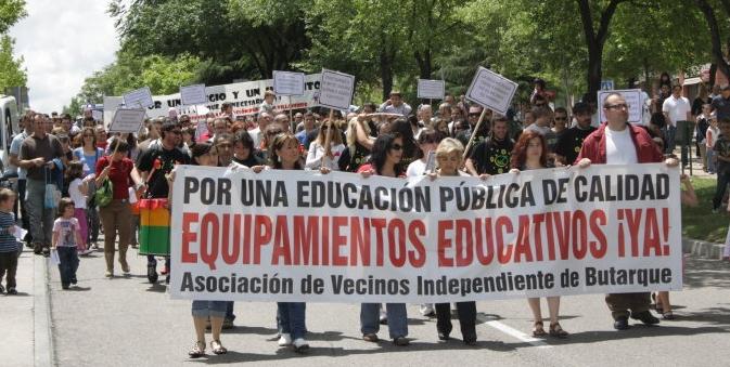 Butarque exige en la calle la construcción de equipamientos educativos