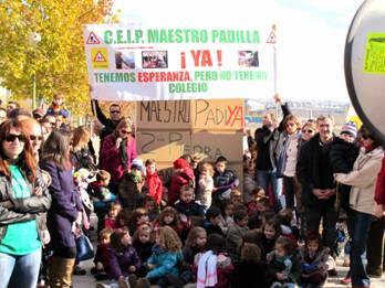 Centenares de alumnos, padres y vecinos vuelven a exigir la construcción de un colegio en el PAU de Carabanchel