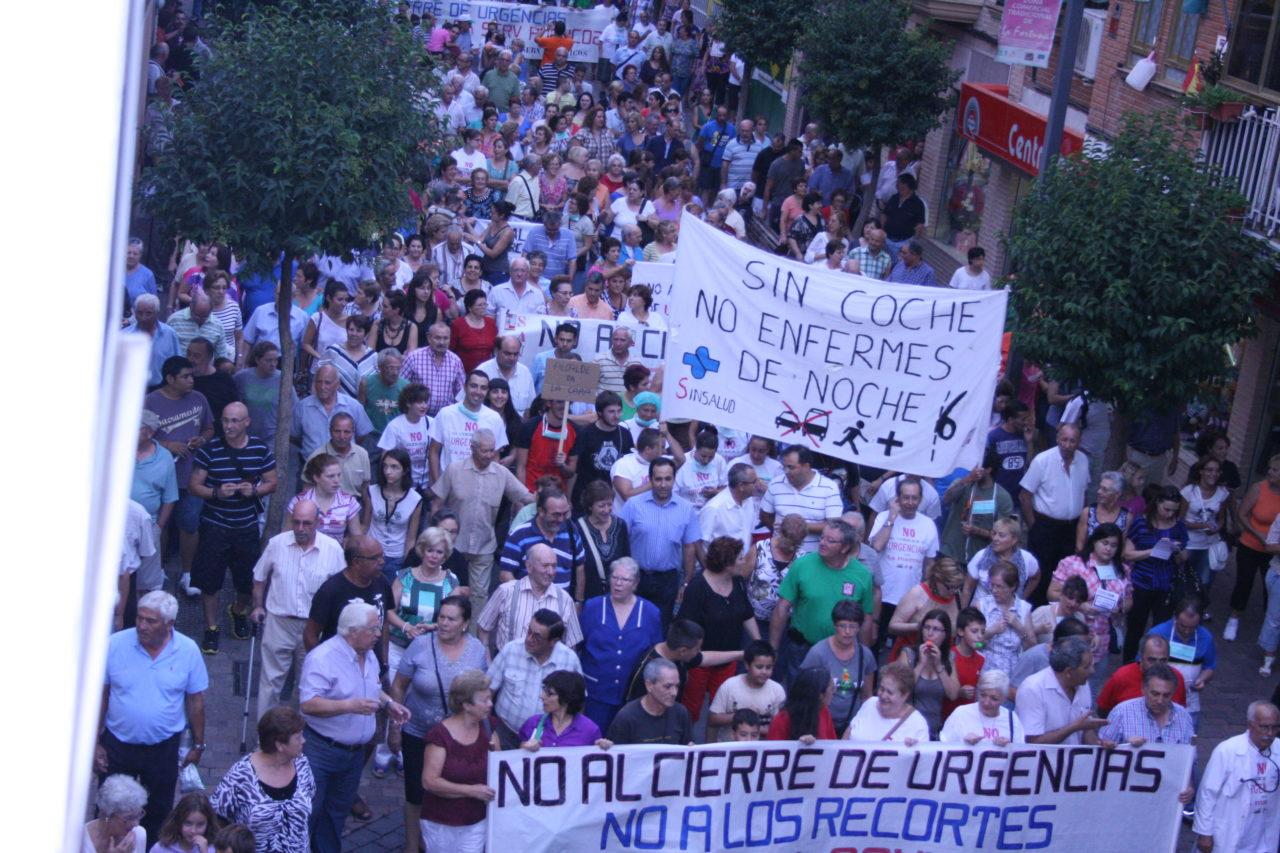 Centenares de personas protestan en la calle por el cierre de las urgencias sanitarias de La Fortuna