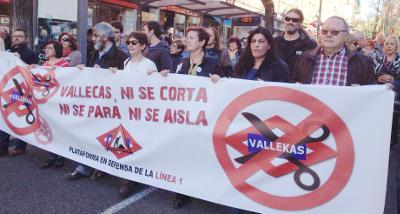 Cientos de vallecanos defienden en la calle el cierre por tramos de la Línea 1 de Metro