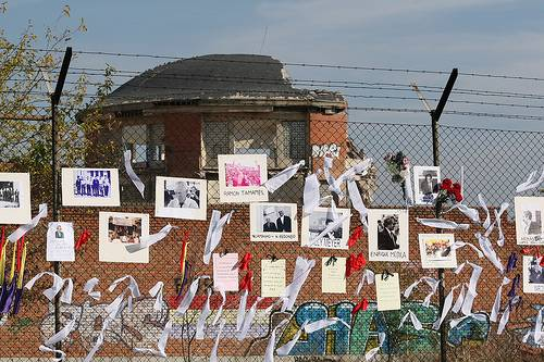 Crean un memorial en recuerdo de las víctimas de la represión franquista en la el perímetro de la antigua cárcel de Carabanchel