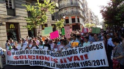 Dos millares de personas piden una solución al cierre de los centros ocupacionales
