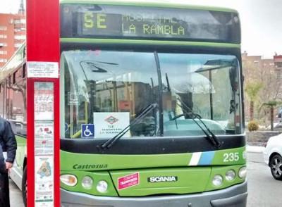 El consejero de Transportes se compromete a mejorar el servicio de autobuses que reemplaza al metro en San Fernando