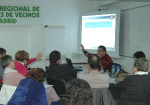El proceso vecinal por unos presupuestos municipales participativos arranca con un concurrido taller formativo