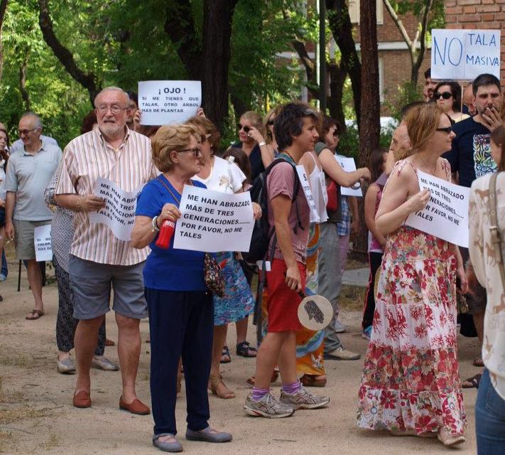 El vecindario de San Juan Bautista sale a la calle en defensa de sus árboles