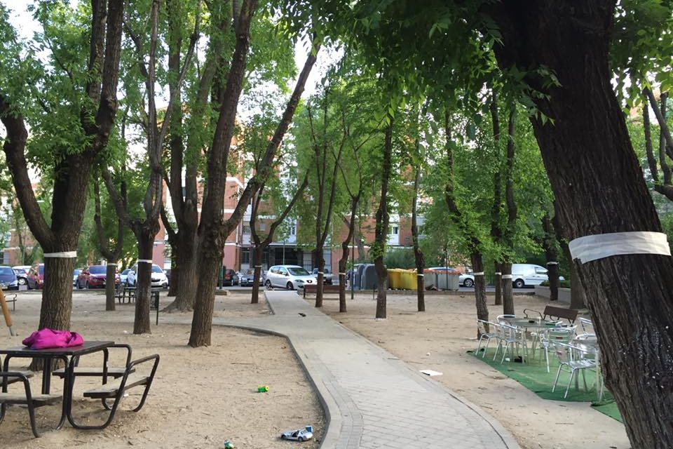 El vecindario de San Juan Bautista se manifiesta de nuevo por el mantenimiento de sus zonas verdes