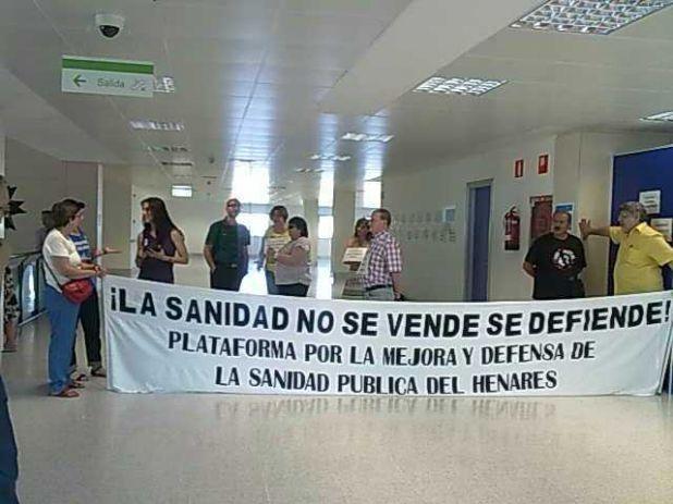 Encierro contra la privatización en el hospital del Henares