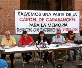 Garzón se interesa por el proceso de demolición de la cárcel de Carabanchel