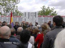 Instalan un gran memorial en recuerdo de las personas encarceladas en Carabanchel por defender la libertad
