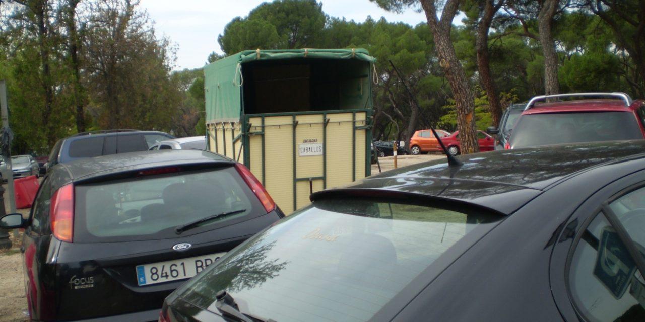 La Casa de Campo, invadida de coches mal aparcados