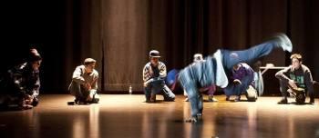 La FRAVM celebra los siete años del Servicio de Dinamización Vecinal con música, baile y teatro de barrio