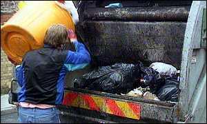 La FRAVM pide al Ayuntamiento de Madrid que reformule la tasa de basuras