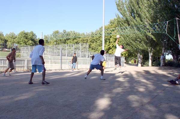 La FRAVM presenta la guía de buenas prácticas en convivencia intercultural