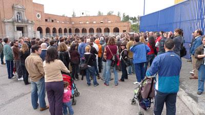 La FRAVM protesta por el inicio del derribo de la antigua cárcel de Carabanchel
