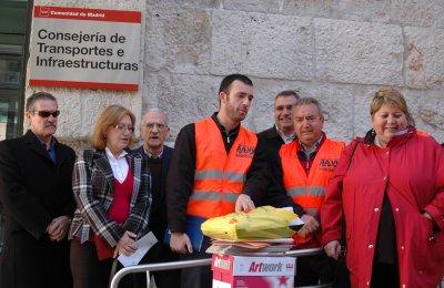 La Federación vecinal consigna 6.000 firmas contra la subida del transporte público