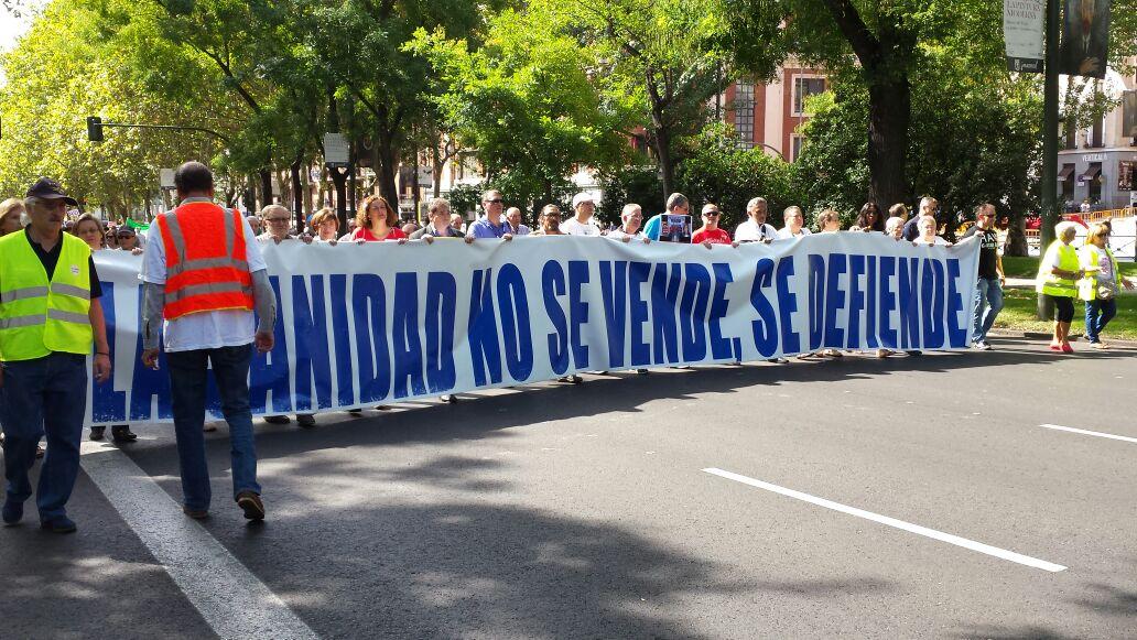 La Marea Blanca inunda Madrid contra la exclusión sanitaria