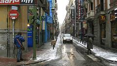 La calle Barquillo recupera, en parte, la normalidad