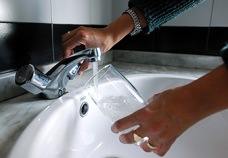La factura del agua se encarecerá en torno al 20% en 2012