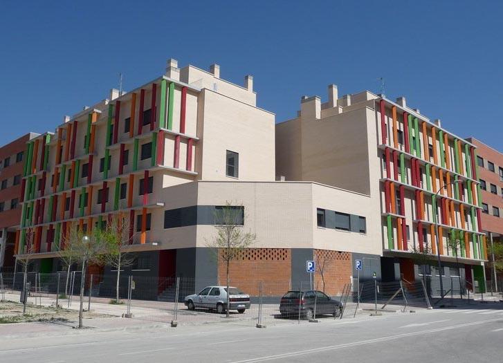 La falta de entendimiento entre Aguirre y Gallardón retrasa (aún más) la entrega de 48 nuevas viviendas en el Ensanche de Vallecas