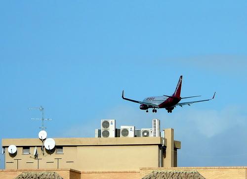 La federación vecinal saluda la retirada de la reforma que obligaba a los ciudadanos a soportar el ruido aeroportuario