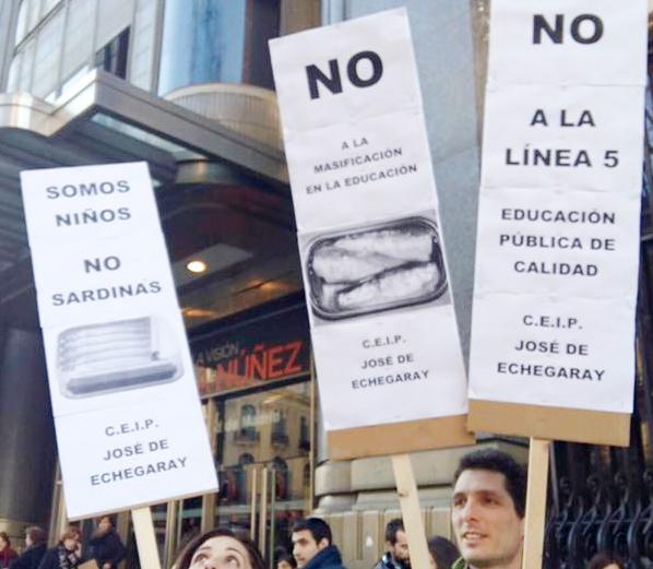 """La """"libre elección"""" hace aguas en Villa de Vallecas: 219 familias se quedan sin colegio para sus hijos"""