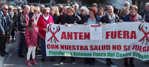 La oposición vecinal a la antena de Coslada saca su protesta a la calle