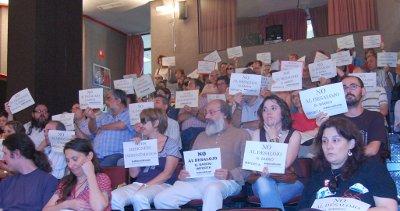 La protesta por el desahucio del local de la asociación vecinal de Prosperidad se traslada a la Junta de Chamartín