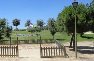 """La vecindad reclama a la Junta de Hortaleza que """"cuide"""" el abandonado parque de Santa Adela"""