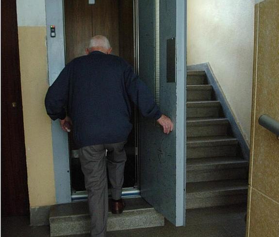 Las AAVV de Leganés exigen que todas las comunidades paguen la misma tasa de ascensores