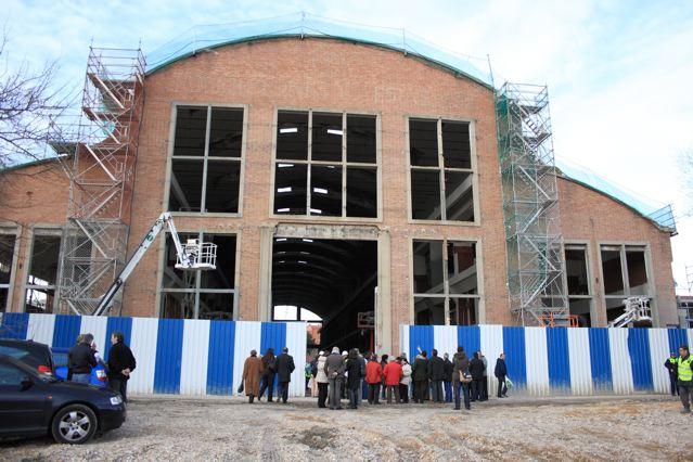 Las asociaciones de Villaverde visitan las obras de la nave Boetticher