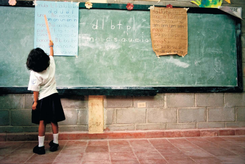 Las asociaciones vecinales, con la educación pública