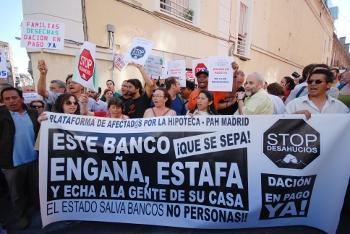 Los afectados por la hipoteca llaman a paralizar el desahucio de una familia en Ciudad Lineal