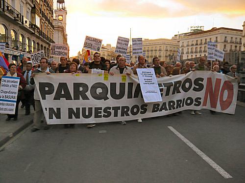 Los colectivos antiparquímetros reclaman que el Ayuntamiento de Madrid cumpla cuanto antes la sentencia que declara nula la ampliación de los parquímetros