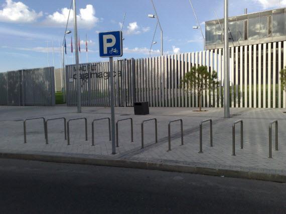 Los espectadores del Mutua Madrid Open de Tenis inundan de coches mal aparcados el barrio de San Fermín