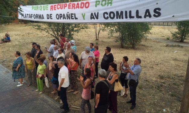 """Los vecinos de Opañel protestan ante el Arzobispado por bloquear la solución al conflicto con la parroquia de """"los kikos"""""""
