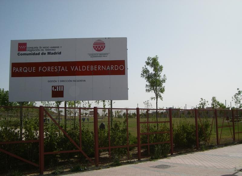 Los vecinos denuncian una maniobra especulativa en el parque de Valdebernardo