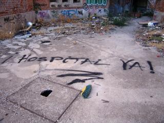 Los vecinos vuelven a la calle para exigir que el hospital que ocupará los terrenos de la antigua carcel de Carabanchel sea público