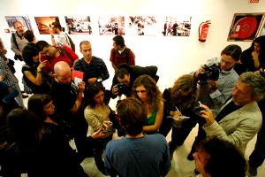 Lucero inaugura la muestra fotográfica sobre redadas a migrantes