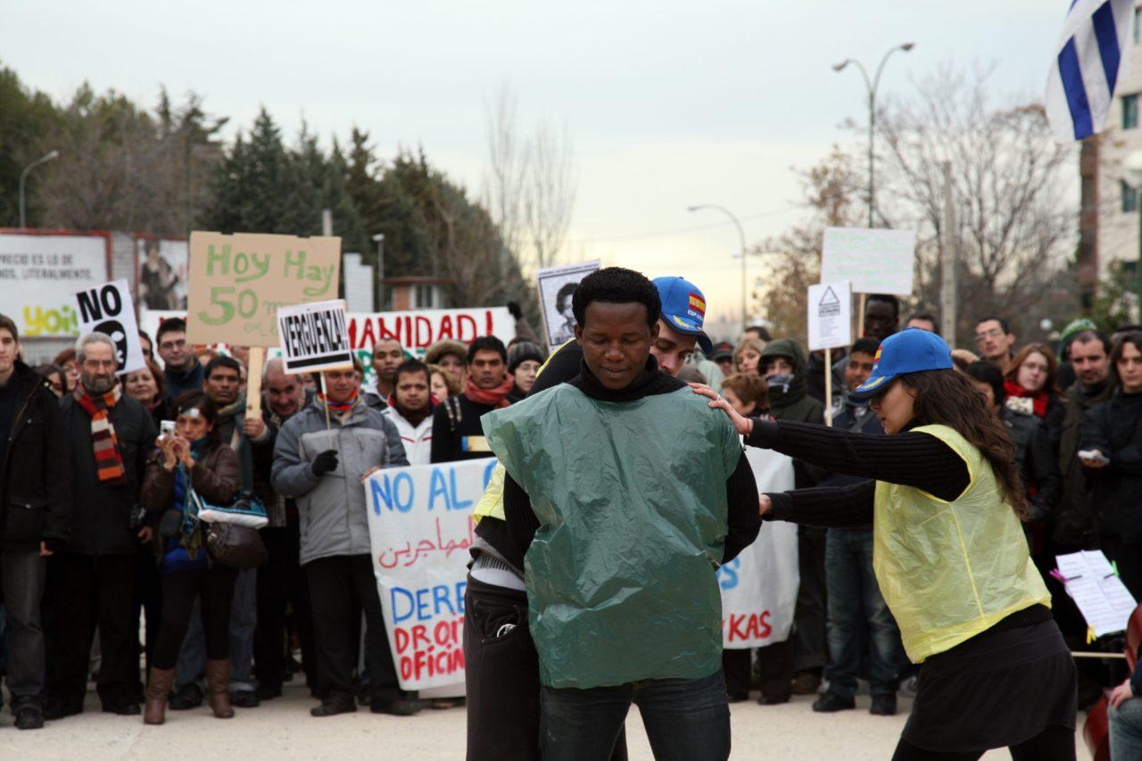 Madrid exige el cierre de los centros de internamiento para extranjeros
