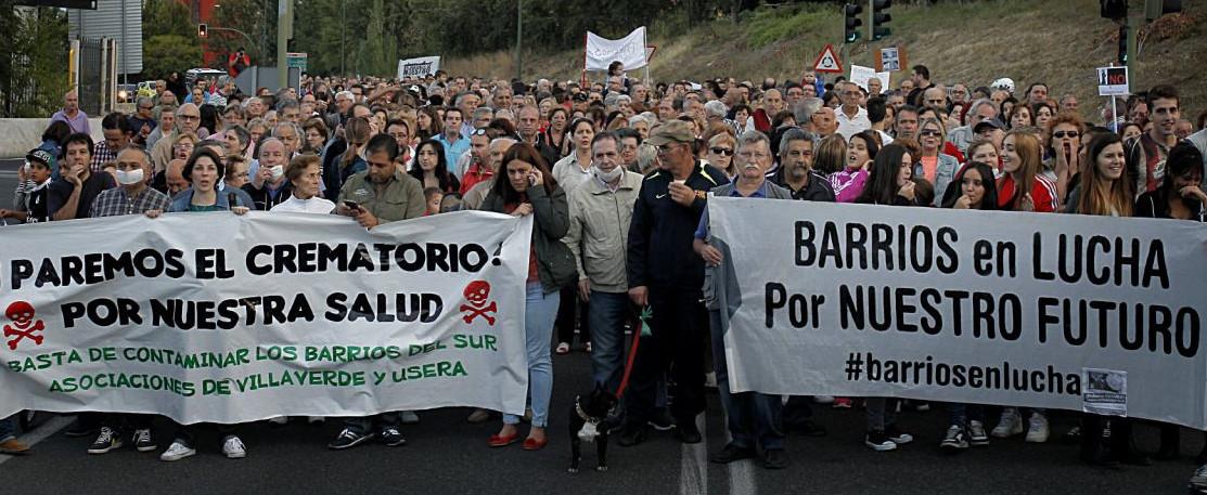 Más de 1.500 vecinos de Villaverde y Usera marchan contra el nuevo crematorio