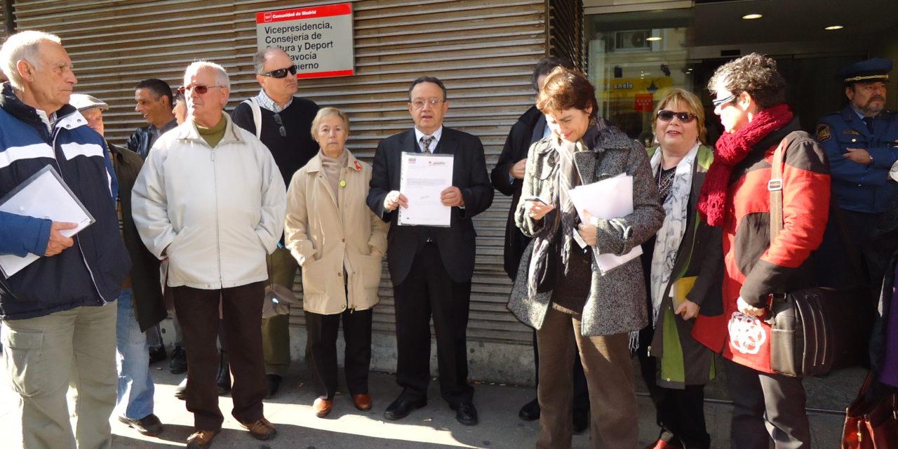 Más de 35.000 firmas dirigidas a Esperanza Aguirre piden el mantenimiento de la gestión pública del Canal de Isabel II