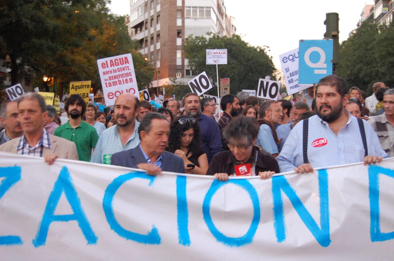 Miles de personas claman contra la privatización del Canal de Isabel II