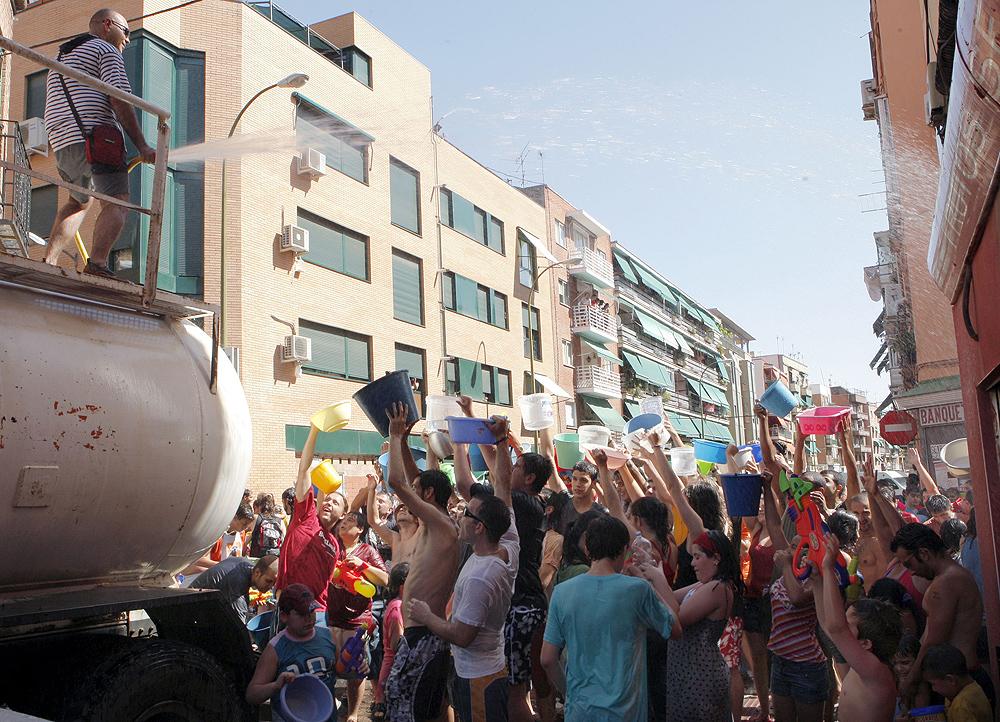 Miles de personas convierten Vallecas en un puerto de mar